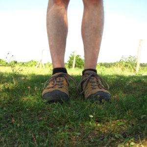 Perényi Péter lába túracipőben